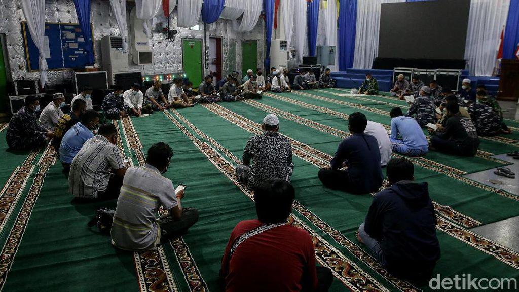 Doa Bersama untuk Korban Sriwijaya Air SJ182 di KRI Semarang