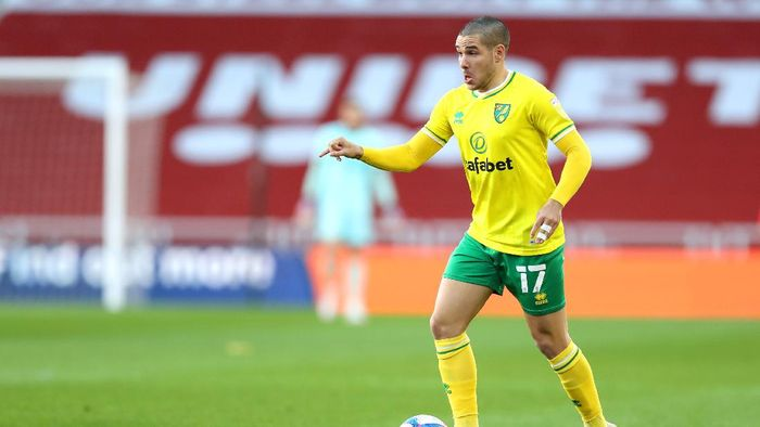 MIDDLESBROUGH, ENGLAND - NOVEMBER 21: Emiliano Buendia of Norwich City in action during the Sky Bet Championship match between Middlesbrough and Norwich City at Riverside Stadium on November 21, 2020 in Middlesbrough, England. Sporting stadiums around the UK remain under strict restrictions due to the Coronavirus Pandemic as Government social distancing laws prohibit fans inside venues resulting in games being played behind closed doors. (Photo by George Wood/Getty Images)