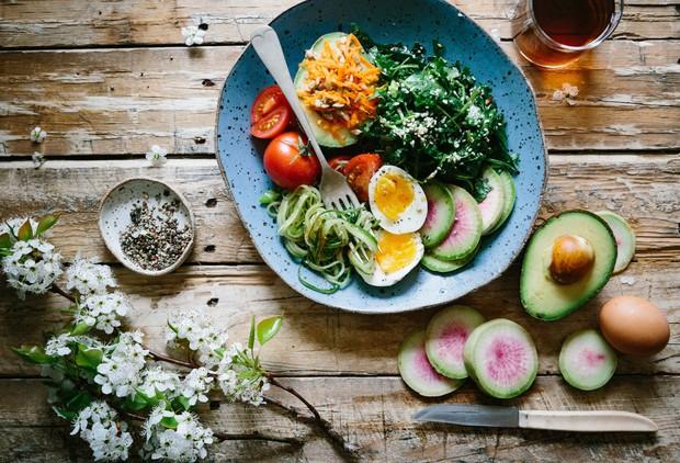 Atur pola makan sehat.