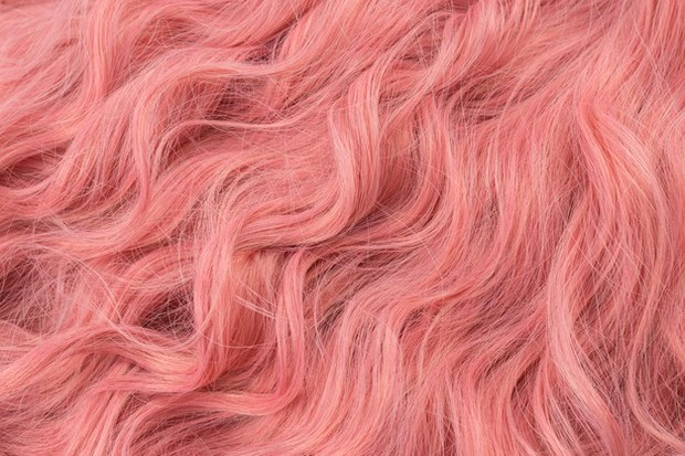 Hair perm tidak merusak rambut jika dilakukan oleh ahli profesional.