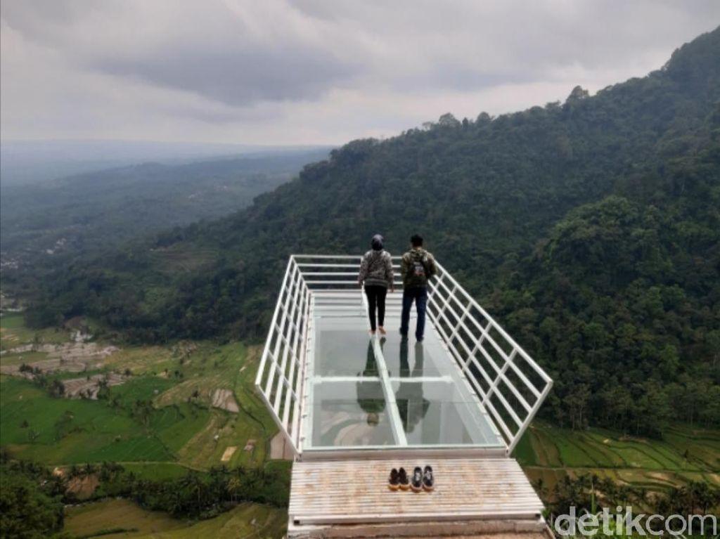 Wisata Baru di Semarang, Ada Jembatan Kaca Instagrammable!