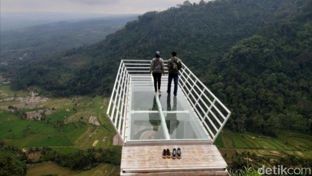 Foto: Jembatan Kaca, Si Obyek Wisata Baru Semarang
