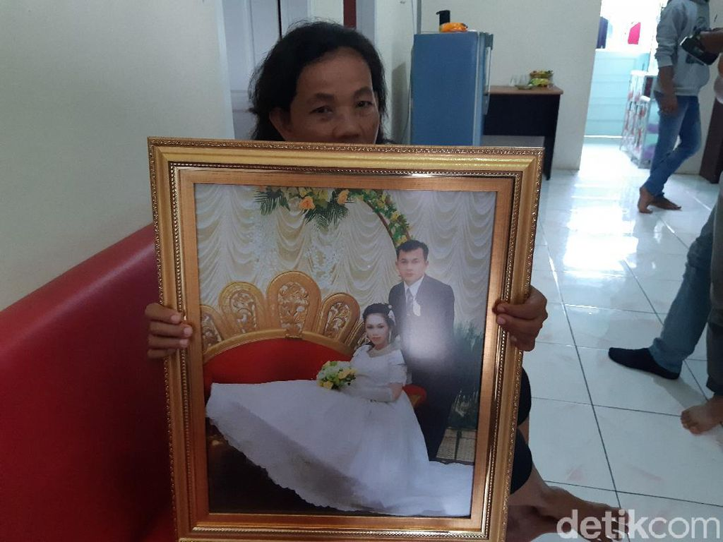 Kisah Cinderamata Terakhir dari Korban Sriwijaya Air SJ182 untuk Suami