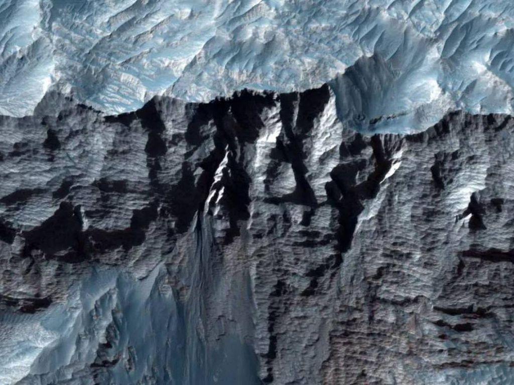 Wah, Begini Bentuk Ngarai Raksasa di Planet Mars