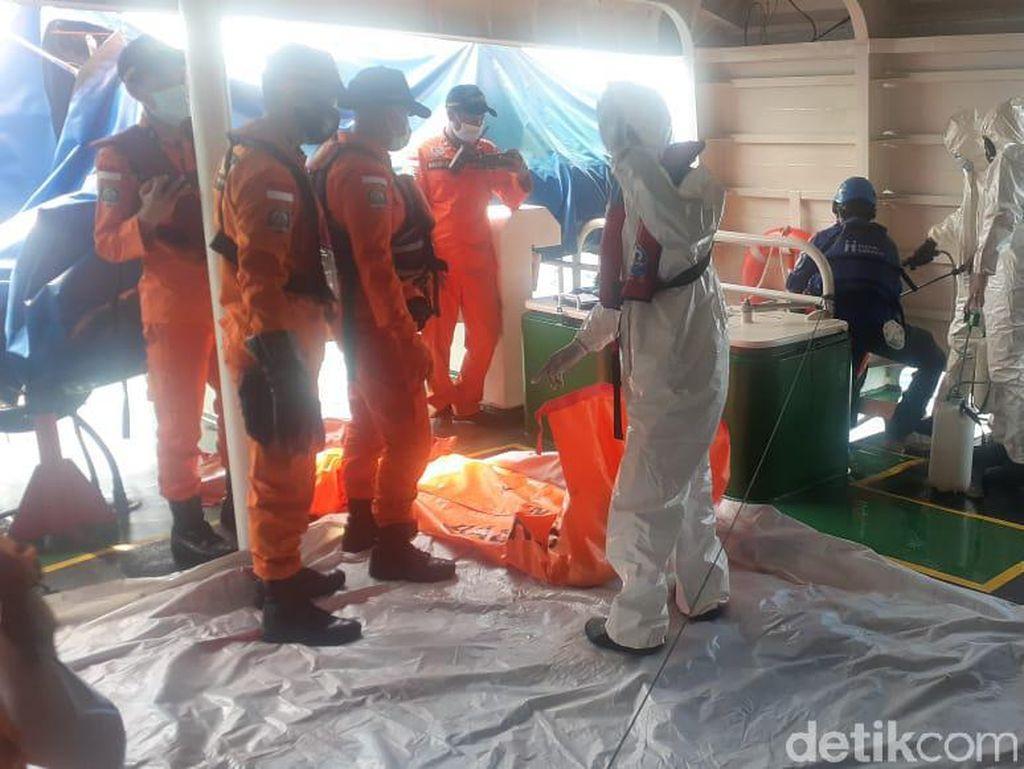 Penyelam Gabungan Temukan 2 Bagian Tubuh Korban Sriwijaya Air SJ182