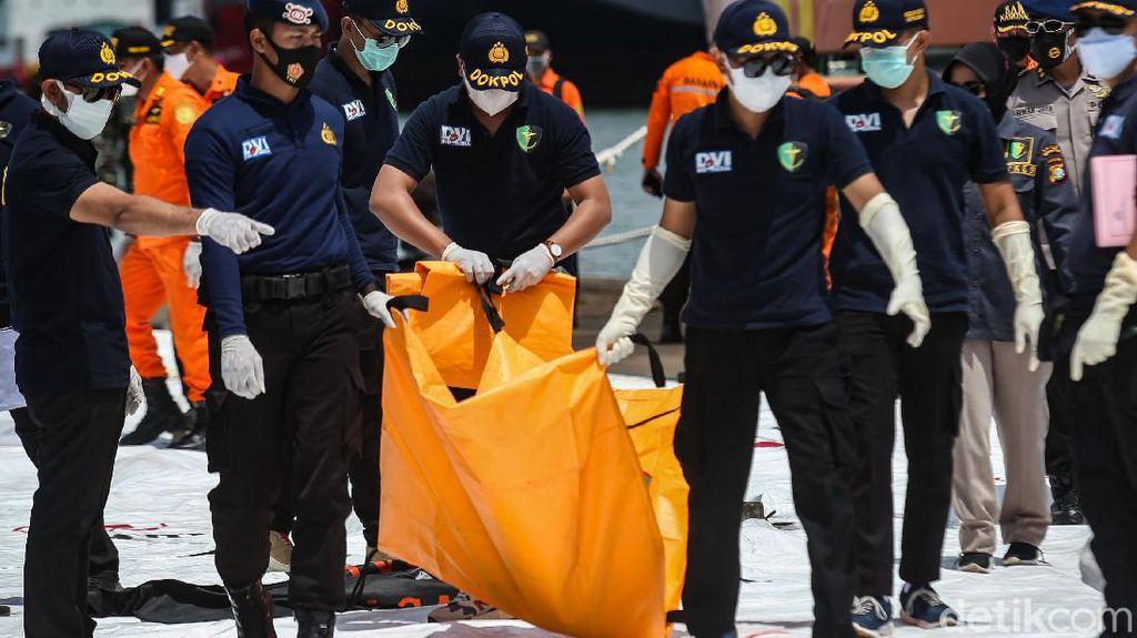 Satu Kantong Jenazah Korban Sriwijaya Air Kembali Tiba di JICT