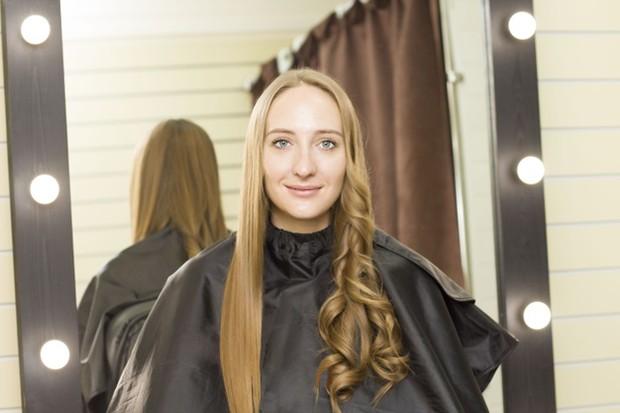 Hair perm adalah proses mengeriting rambut secara permanen.