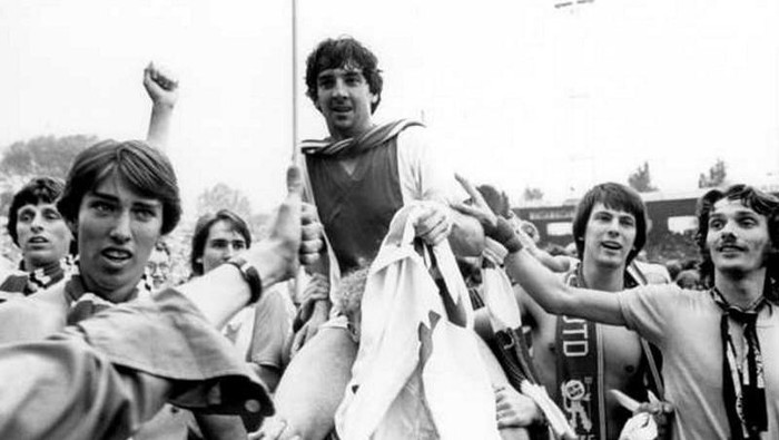 Ray Clarke, pemain Inggris yang menjadi raja di Ajax Amsterdam. (Foto: dok. Twitter @falso9web)