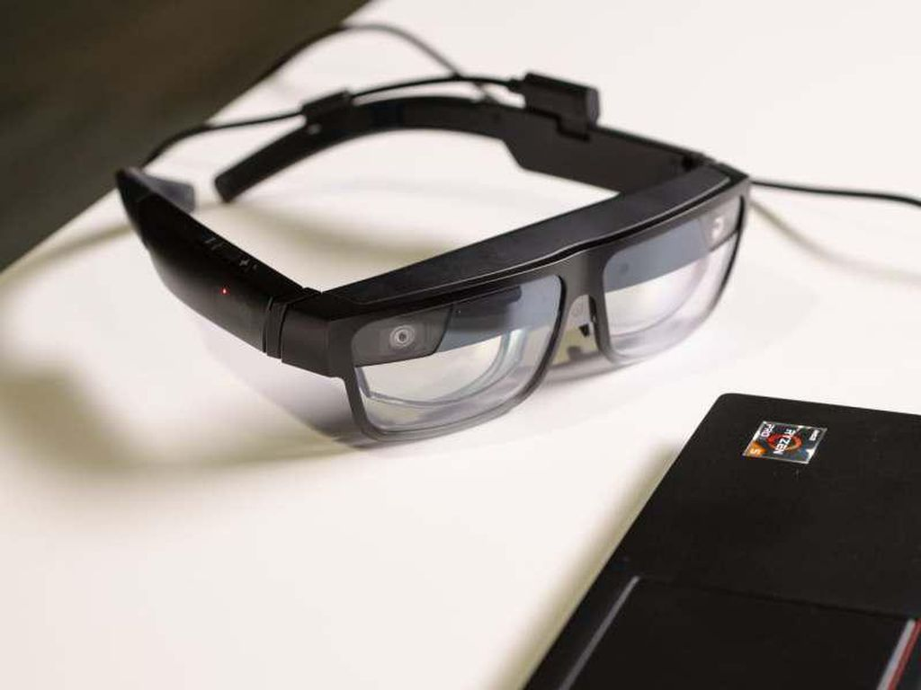 Lenovo Pamer Kacamata Pintar untuk Pebisnis