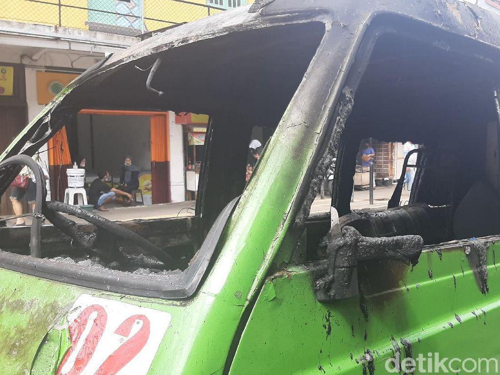 Detik-detik Angkot di Bogor Terbakar Saat Bawa Penumpang