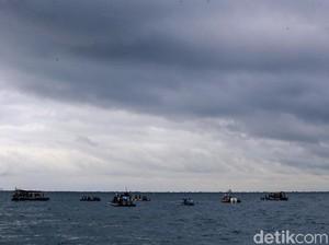 Video Damkar Cari Korban Sriwijaya Air Viral, Disebut Ada Suara Tolong