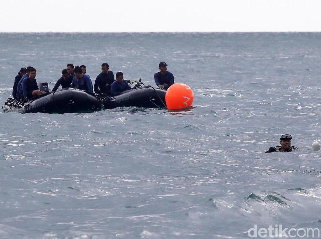 Begini Perjuangan Tim Penyelam Cari Sriwijaya Air