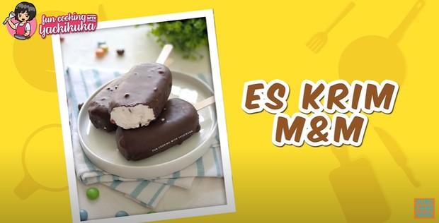 Es krim berbahan permen coklat M&M juga bisa dibuat di rumah