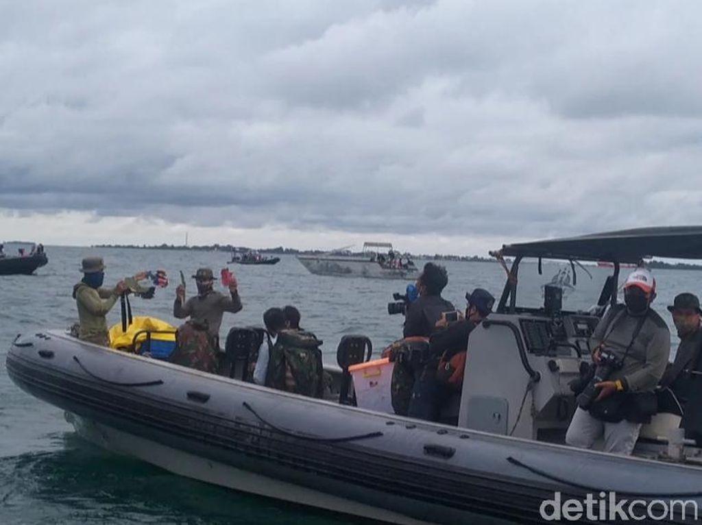 Evakuasi Sriwijaya Air SJ182, Tim SAR Temukan Serpihan Pesawat-Sabuk