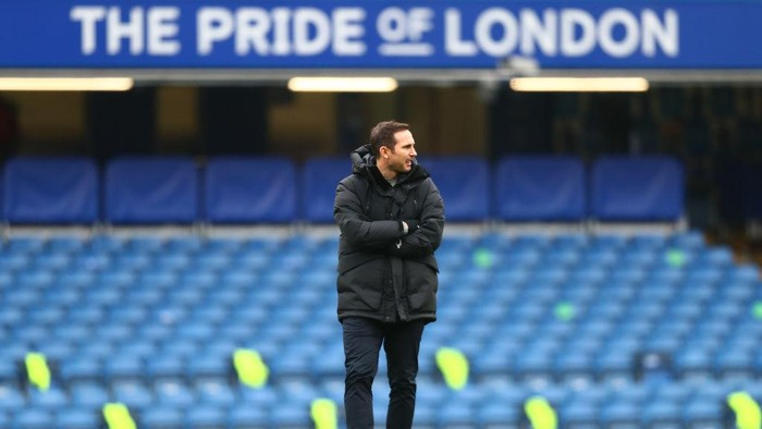 LONDON, ENGLAND - JANUARY 10: Frank Lampard, Manager of Chelsea looks on during the warm up prior to the FA Cup Third Round match between Chelsea and Morecambe at Stamford Bridge on January 10, 2021 in London, England. Sporting stadiums around England remain under strict restrictions due to the Coronavirus Pandemic as Government social distancing laws prohibit fans inside venues resulting in games being played behind closed doors. (Photo by Clive Rose/Getty Images)