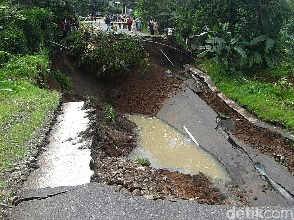 Hati-hati! Jalan Utama Wonosobo-Kebumen Ambles