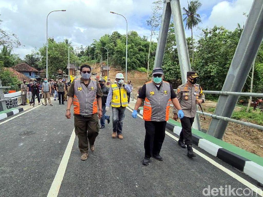 Tinjau Jembatan Cibuni, Bupati Sukabumi: Dongkrak Ekonomi Warga