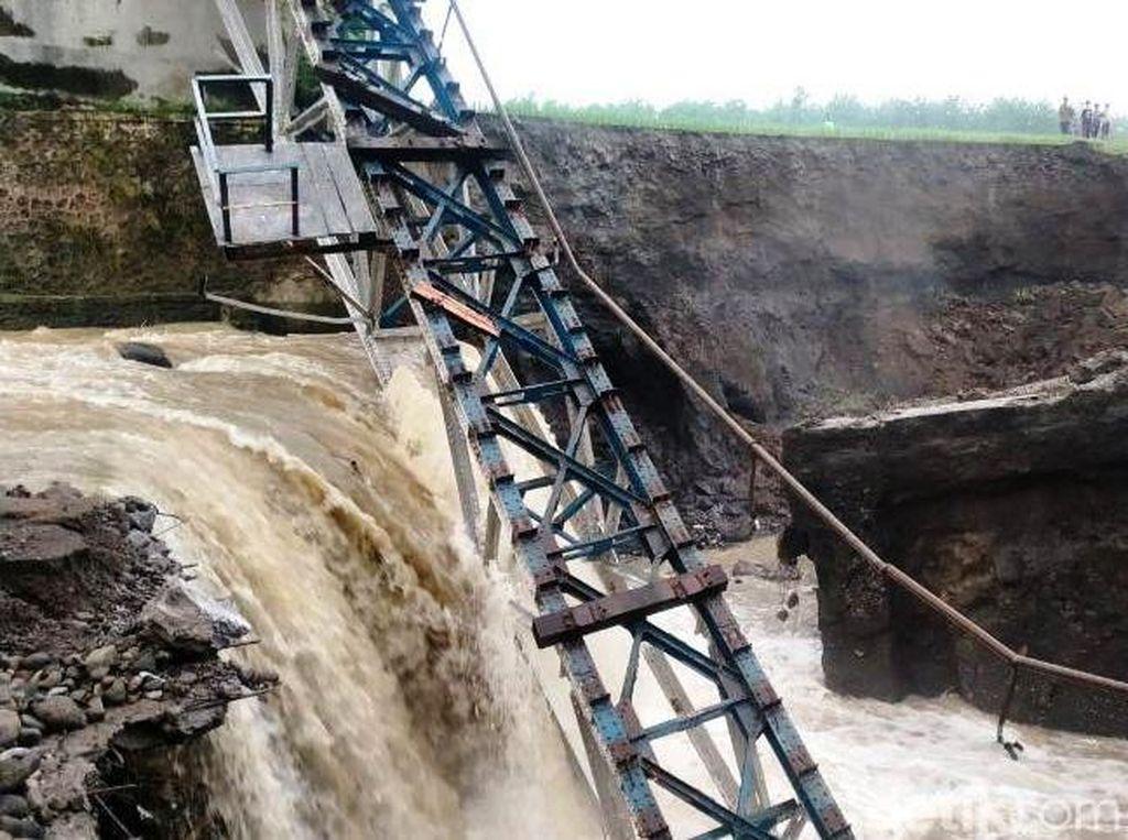Jembatan KA yang Putus di Brebes Berumur 100 Tahun Lebih