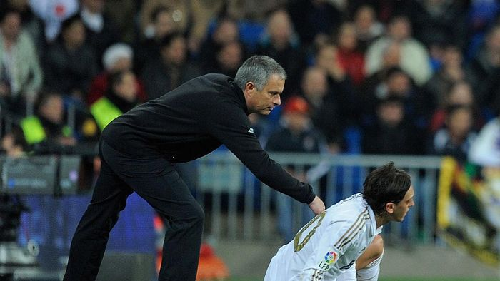 MADRID, SPAIN - MARCH 04:  Real Madrid head coach Jose Mourinho encourages Mesut Ozil during the La Liga match between Real Madrid and RCD Espanyol at Estadio Santiago Bernabeu on March 4, 2012 in Madrid, Spain.  (Photo by Denis Doyle/Getty Images)