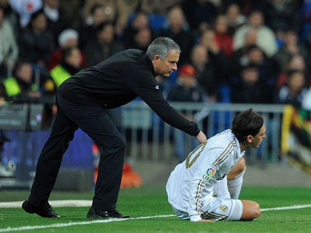 Mourinho: Memangnya Spurs Mau Rekrut Oezil?