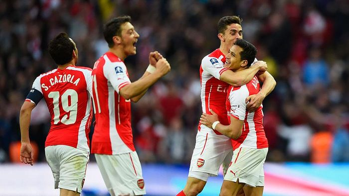 LONDON, ENGLAND - APRIL 18:  Alexis Sanchez of Arsenal (R) celebrates with Santi Cazorla (L), Mesut Oezil (2L) and Gabriel (2R) as he scores their second goal during the FA Cup Semi Final between Arsenal and Reading at Wembley Stadium on April 18, 2015 in London, England.  (Photo by Mike Hewitt/Getty Images)