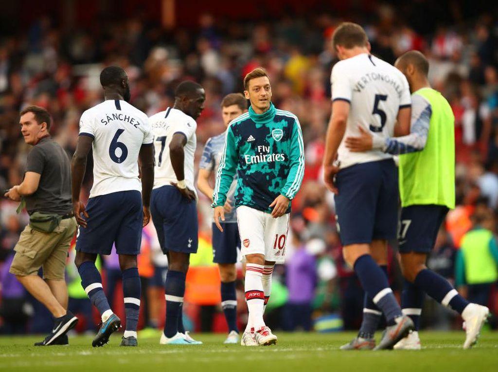 Pilih Pindah ke Tottenham atau Pensiun? Ini Jawaban Mesut Oezil