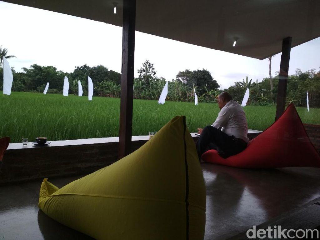 Kafe Kekininan di Cirebon, Berada di Tengah Sawah