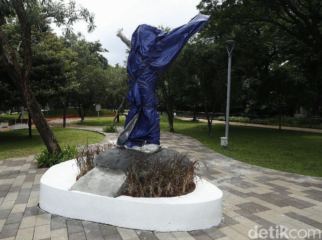 Patung di Taman Mataram Dibungkus Terpal, Ada Apa?