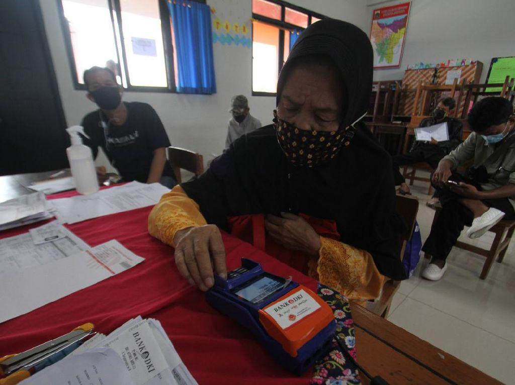 Pemprov DKI Mulai Salurkan Bantuan Tunai bagi Warga Terdampak COVID