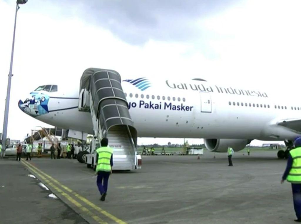 15 Juta Bulk Vaksin Corona Datang ke RI Pakai Pesawat Garuda Bermasker