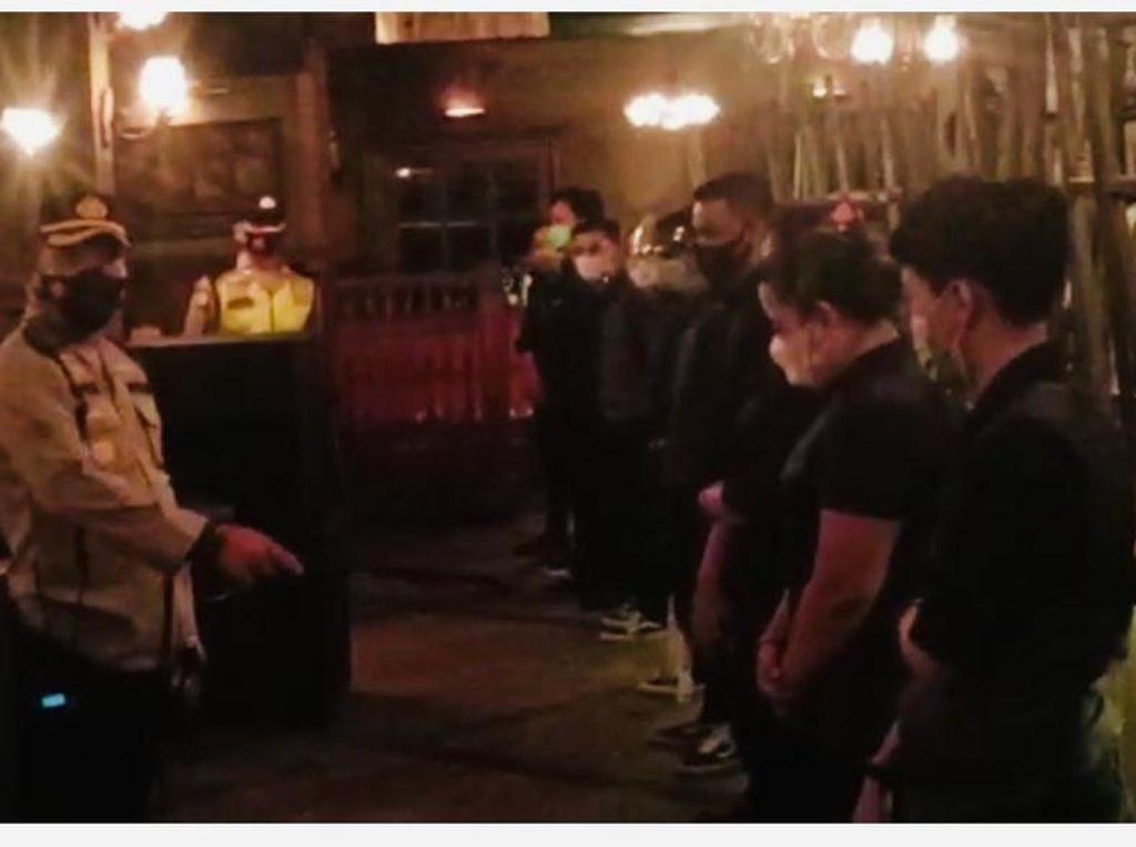 Polsek Menteng Tindak Camden Bar Cikini Gegara Langgar Prokes