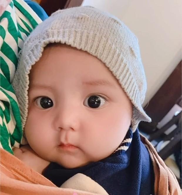 Bayi Saquille yang menggemaskan dan jadi ponakan online favorit.