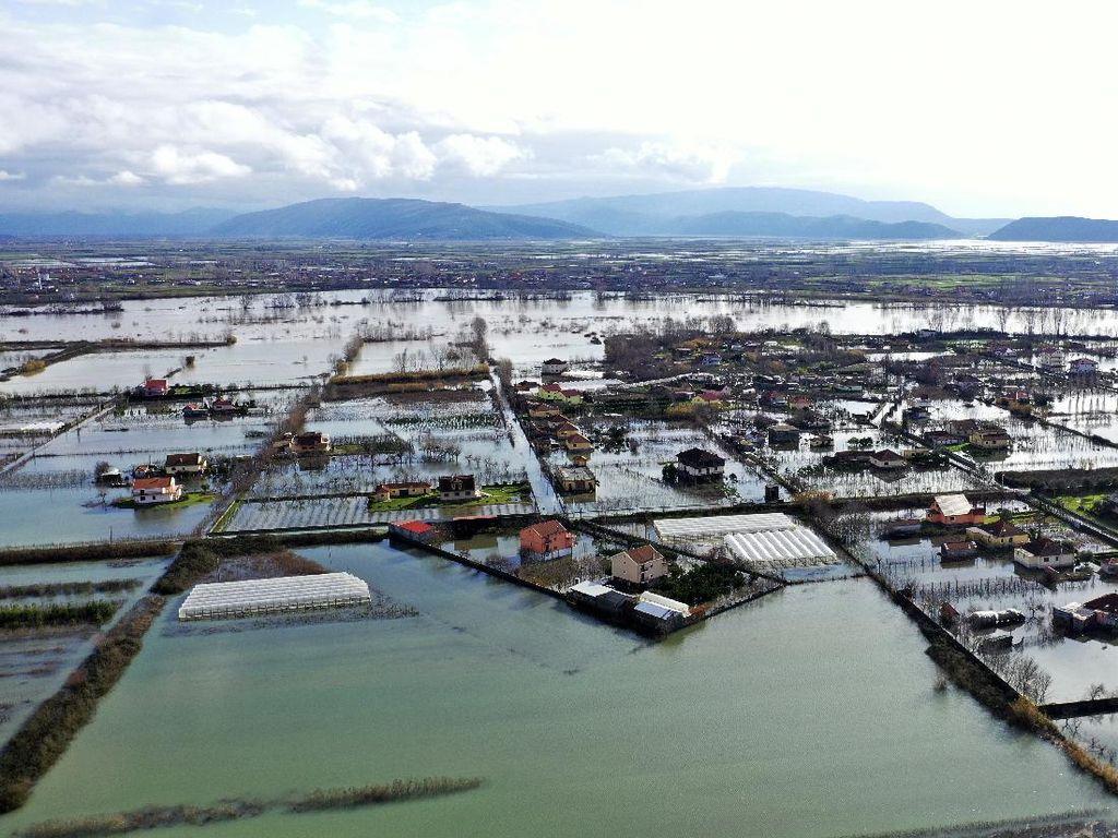 Ribuan Hektar Wilayah Albania Dikepung Banjir