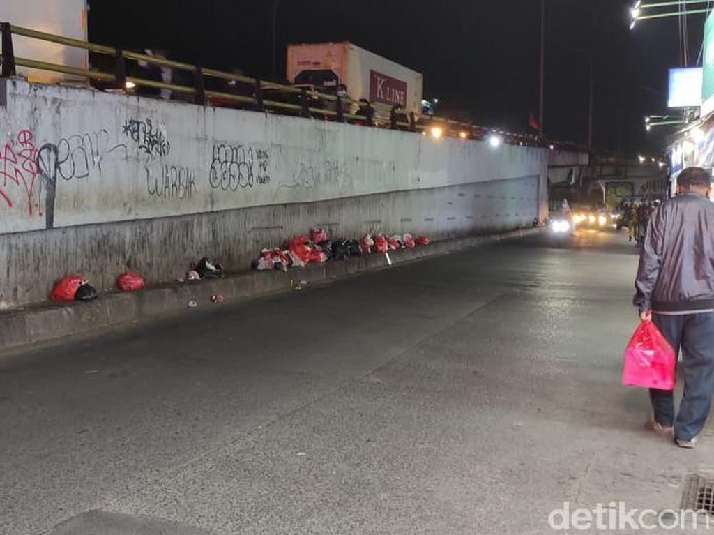 Solusi Masalah Sampah di Jalanan Ciputat, Warga Minta Bak Penampungan