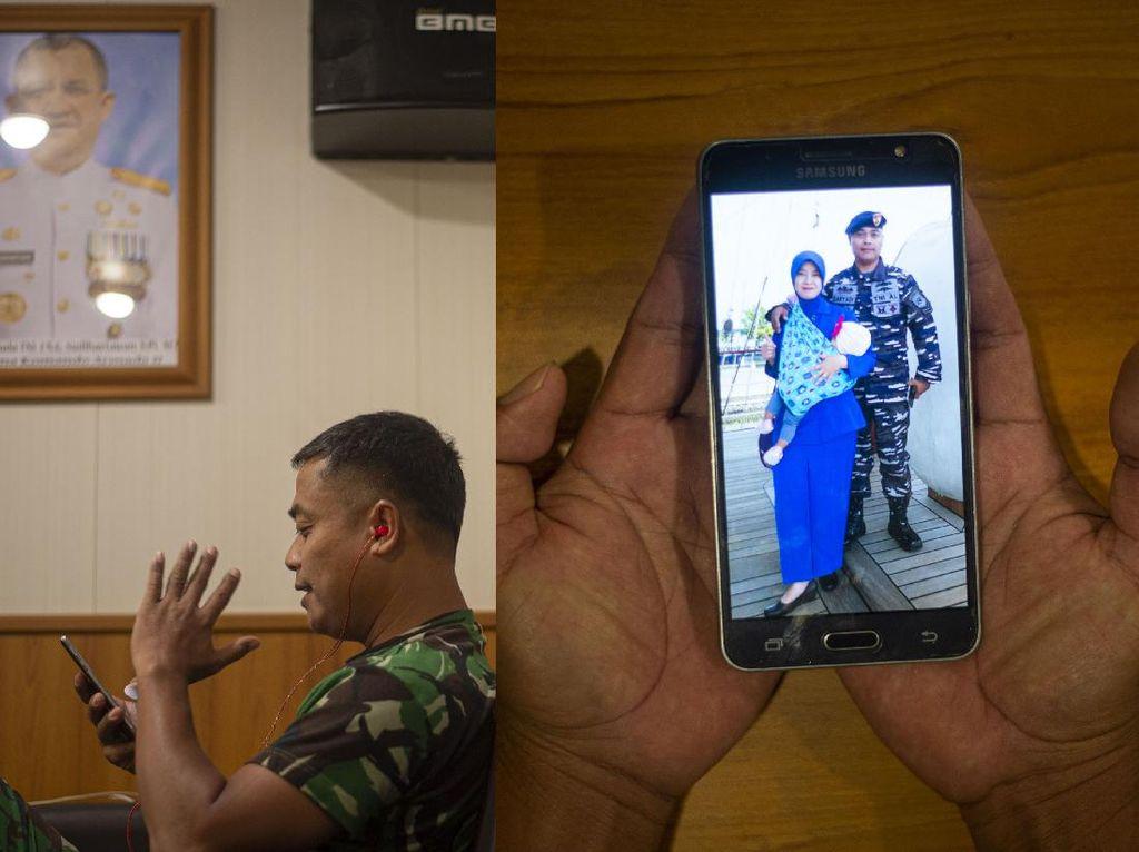 Begini Cara Prajurit TNI AL Memecah Rindu