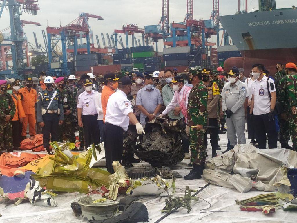 Menhub dan Panglima TNI Cek Turbin Pesawat Sriwijaya Air SJ182