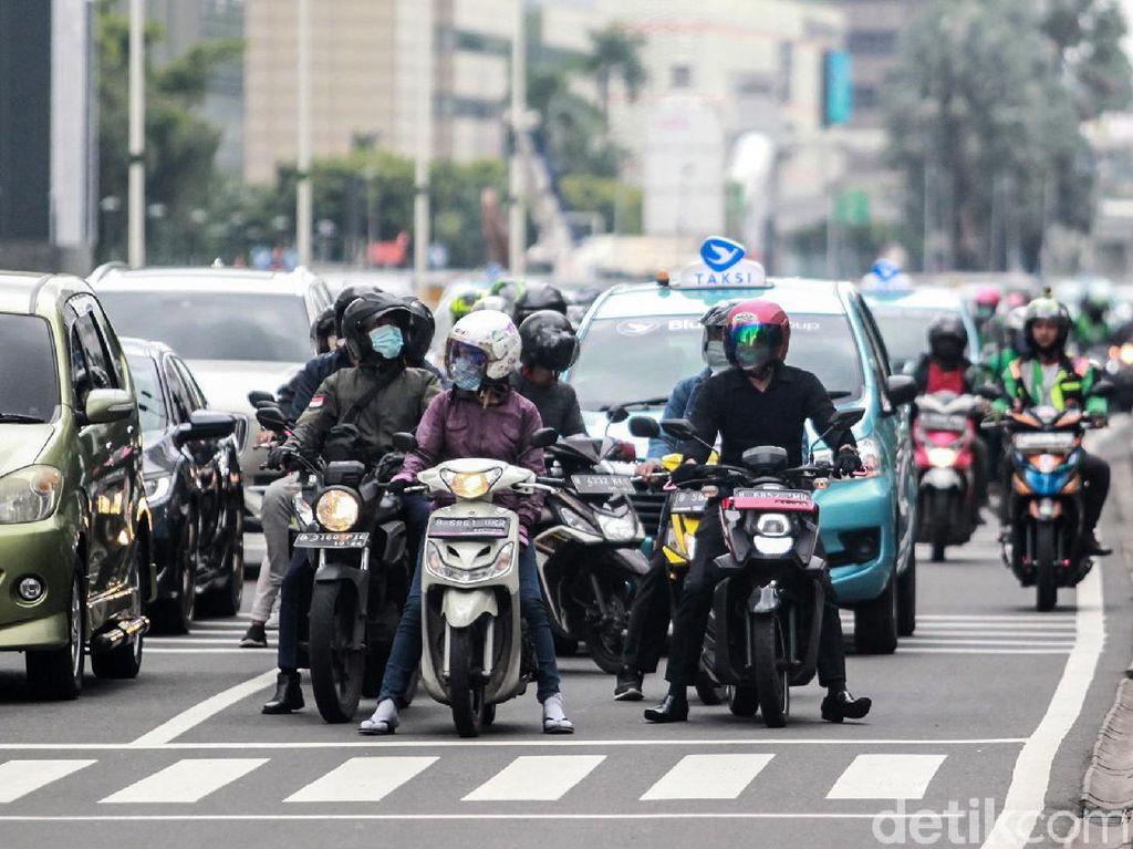 Dishub DKI Catat Kenaikan Volume Kendaraan-Penumpang Angkutan Umum Selama PPKM