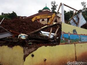 Before-After Area Longsor Maut di Cimanggung Sumedang
