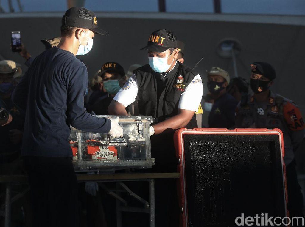 Terkini! Penampakan FDR Black Box Sriwijaya Air SJ182