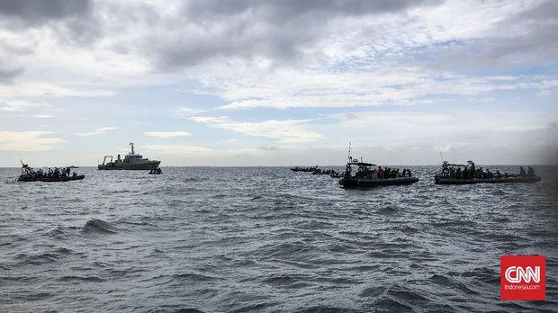 Tim penyelam di perairan Kepulauan Seribu saat tengah mencari black box Pesawat Sriwijaya Air SJ 182 yang mengalami kecelakaan pada Sabtu (9/1) pekan lalu.