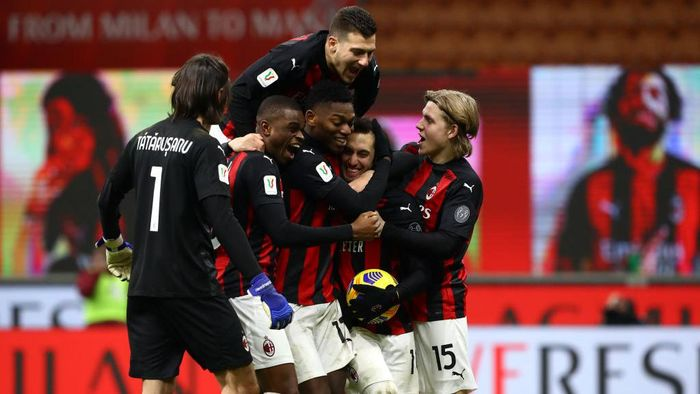 MILAN, ITALY - JANUARY 12: Hakan Calhanoglu of A.C. Milan celebrates with team mates after scoring the winning penalty during a penalty shoot out during the Coppa Italia match between AC Milan and Torino FC at Stadio Giuseppe Meazza on January 12, 2021 in Milan, Italy. Sporting stadiums around Italy remain under strict restrictions due to the Coronavirus Pandemic as Government social distancing laws prohibit fans inside venues resulting in games being played behind closed doors. (Photo by Marco Luzzani/Getty Images)