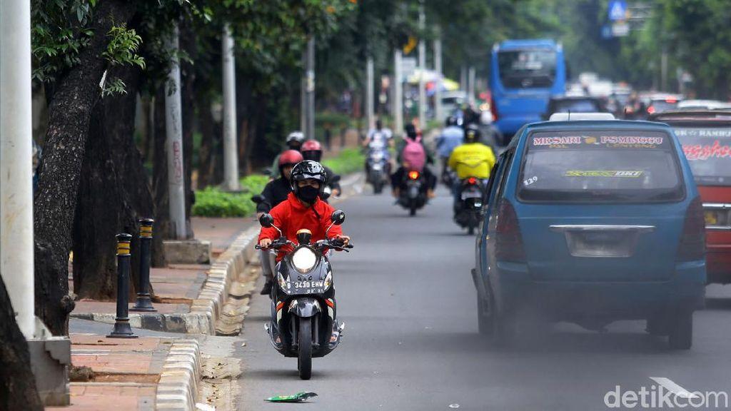 Aksi Ugal-ugalan Pemotor +62, Lawan Arah di Jalanan Ibu Kota