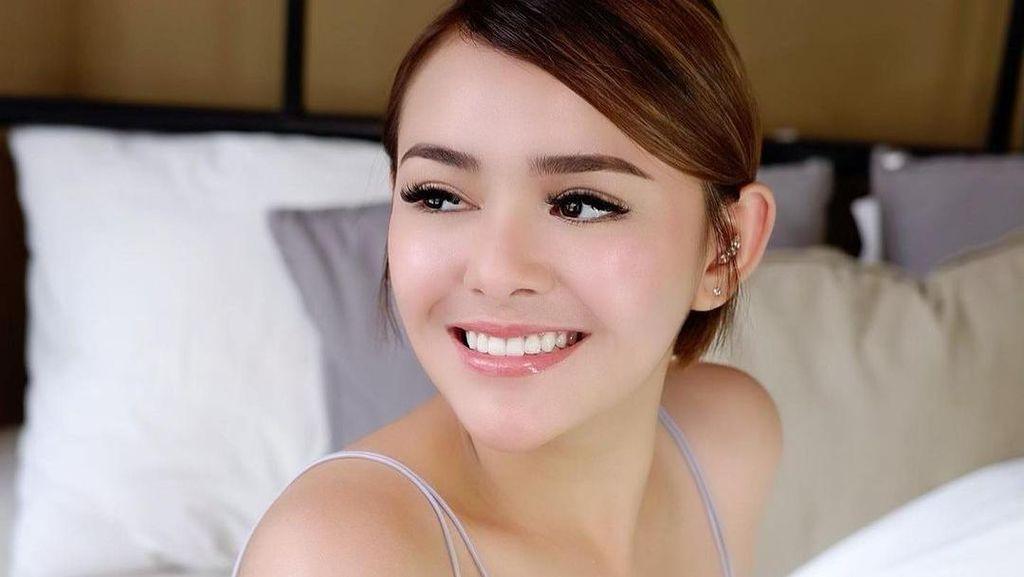 7 Senyuman Amanda Manopo yang Bikin Enggan Berpaling