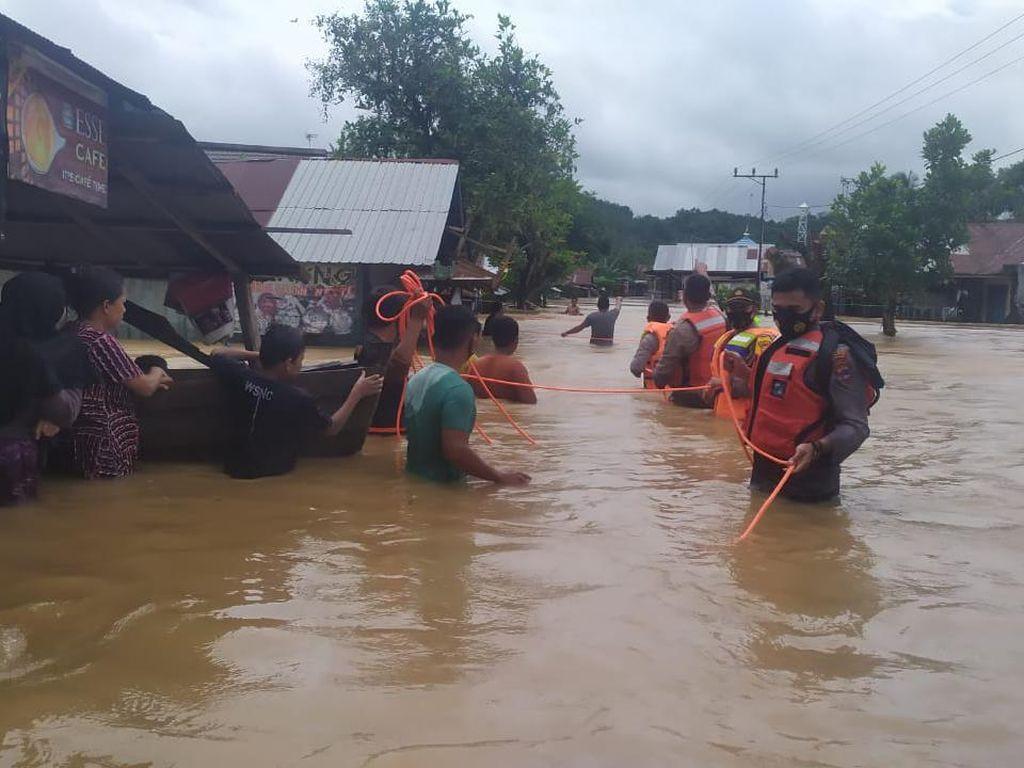 Banjir Setinggi 2 Meter Masih Rendam 7 Kecamatan di Banjar Kalsel
