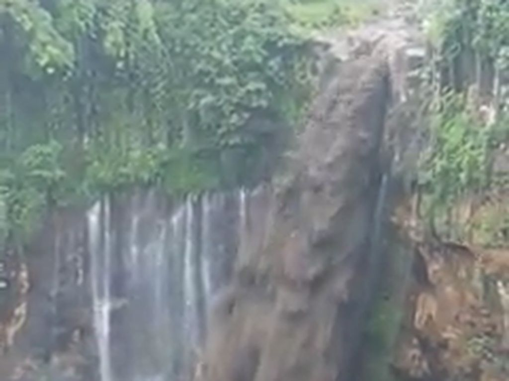 Saat Air Terjun Tumpak Sewu Jadi Lahar Hujan Gunung Semeru