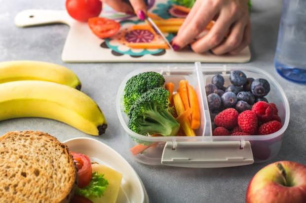 Diet sehat dan seimbang menjadi salah satu cara untuk mengobati pasien dengan gejala Binge Eating Disorder / foto: istockphoto.com