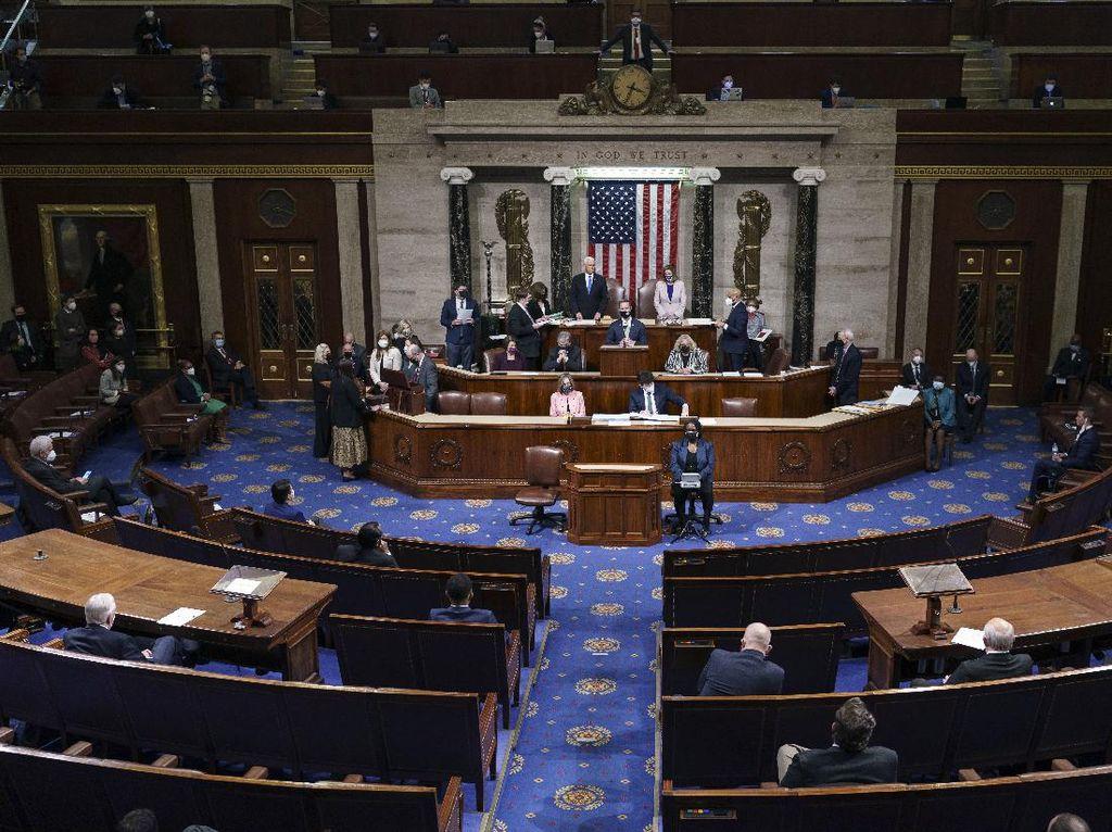 Broker Charles Schwab Setop Sumbangan untuk Politik AS