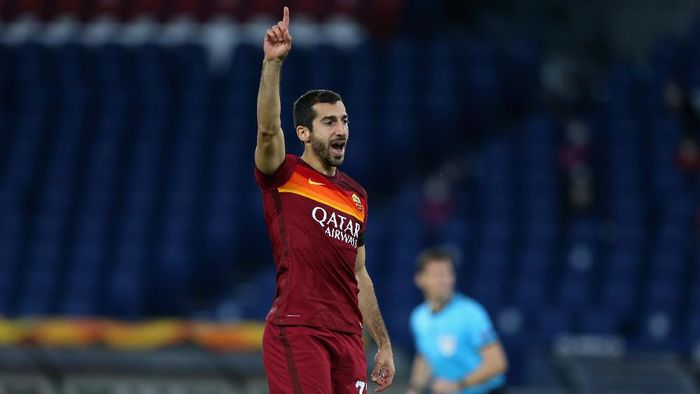 ROME, ITALY - NOVEMBER 05:  Henrikh Mkhitaryan of AS Roma celebrates after scoring the opening goal during the UEFA Europa League Group A stage match between AS Roma and CFR Cluj at Stadio Olimpico on November 5, 2020 in Rome, Italy.  (Photo by Paolo Bruno/Getty Images)