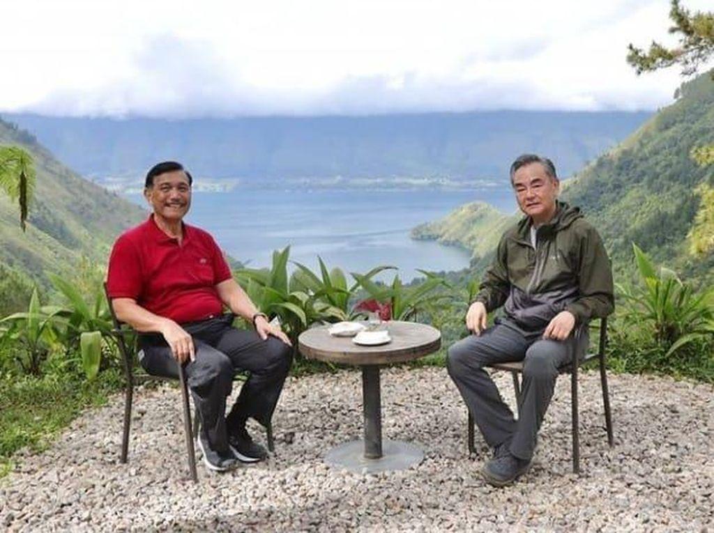 Luhut Tawarkan Menlu China Investasi di Danau Toba