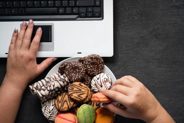 Makanan dengan kadar gula yang tinggi dapat mendorong nafsu makan melonjak / foto: istockphoto.com